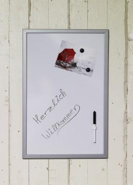Magnetische Whiteboards mit alufarbigem/weißem MDF Rahmen