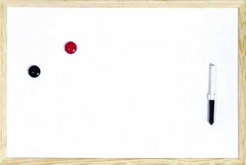 Magnetische Whiteboards mit hellem Holzrahmen